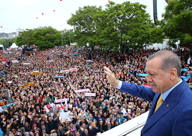 Turkish President Tayyip Erdogan waves to the crowd during the Extraordinary Congress of the ruling AK Party (AKP) in Ankara, Turkey May 21, 201