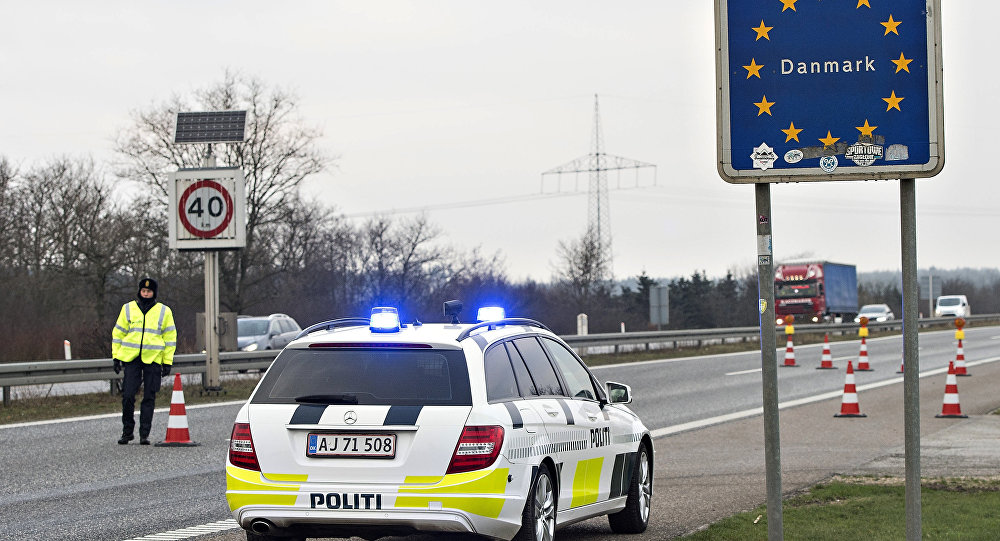 Border police are seen on January 4, 2016 at the Danish-German boarder town Krusaa