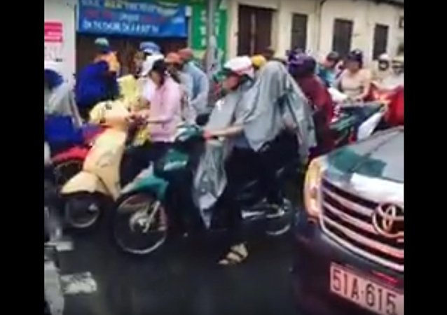 Driving through the world's busiest roundabout in Ho Chí Minh - Vietnam