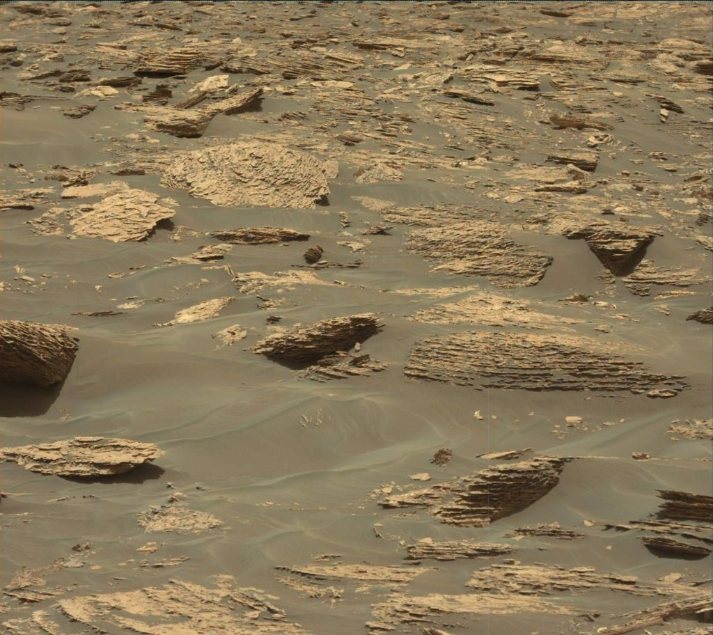 Mars Orbiter Spots Curiosity Rover Exploring Mars (PHOTO ...