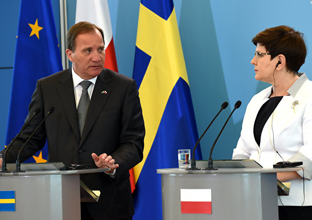 Polish Prime Minister Beata Szydlo (R) and Swedish Prime Minister Stefan Lofven attend a press conference after their meeting on June 20, 2017 in Warsaw