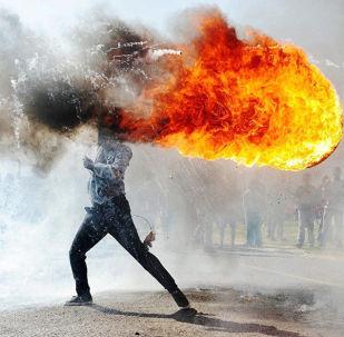Работа южноафриканского фотографа Фандулвази Джайкло Протесты в городе Грабу