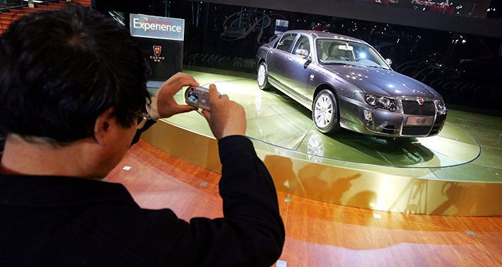 A visitor takes photos of the Roewe 750, made by Chinese auto maker SAIC Motor Corp., at the Beijing Auto Show (File)