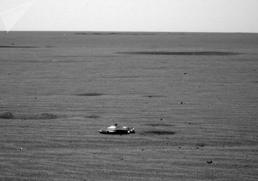 Unidentified object in photo taken by NASA Mars Curiosity lander.