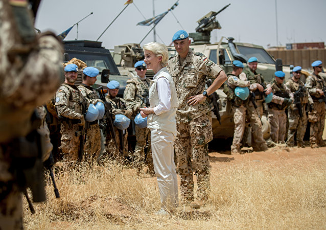 German defense minister Ursula von der Leyen, left, speaks to German soldiers next to the commander of the German troops, Lieutenant Colonel Marc Vogt, right, at Camp Castor near Gao, Mali (File)