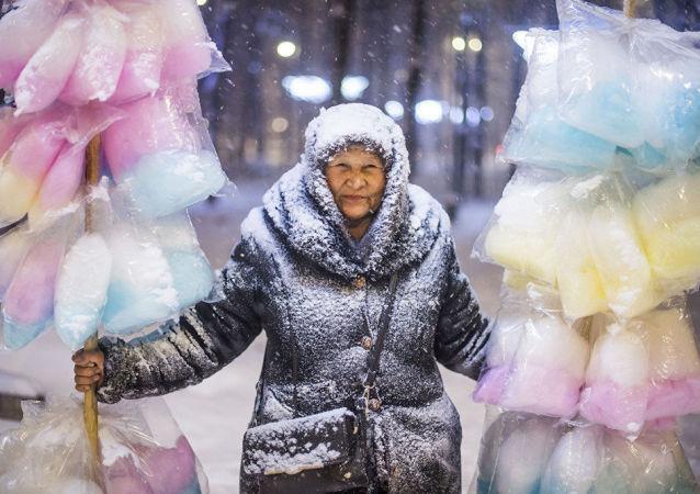 'Candy floss lady'/Tabyldy Kadyrbekov, Kyrgyzstan