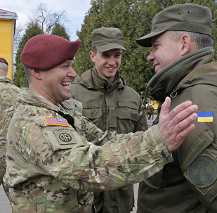 US and Ukrainian soldiers talk during the opening ceremony of the 'Fearless Guardian - 2015'