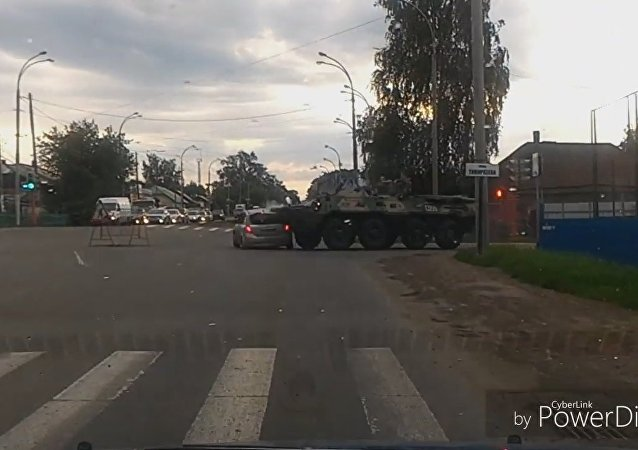 Авария легковушки с БТР в Кемерово
