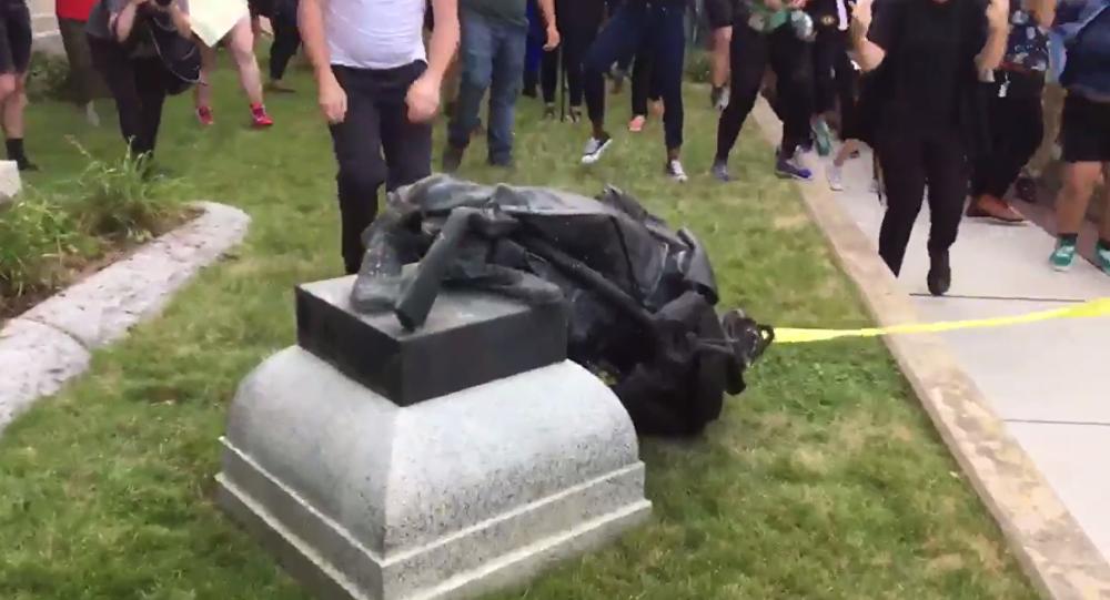North Carolina Protesters Take Down Confederate Monument