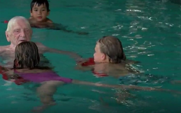 Oldest Swimming Instructor Lives in Berlin