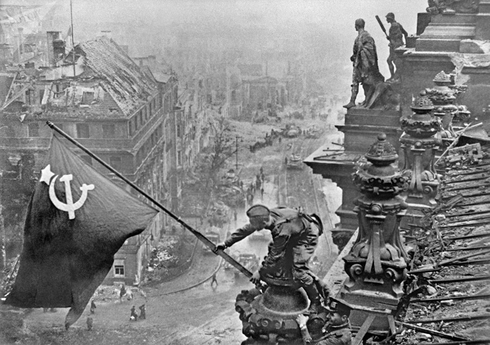 Victory Banner Over Reichstag, Marilyn and Nessi: Most Famous Photos of All Time