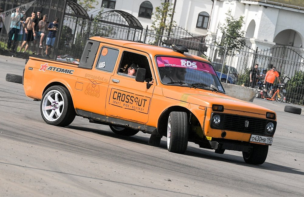 A modded Lada Niva pickup at the second Russian nationwide Zhiguli car festival, Zhi-Fest