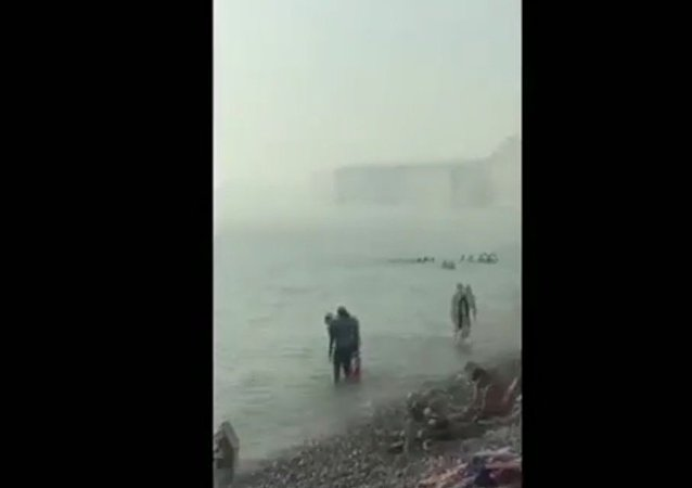 Here's the moment a 'chemical haze' caused panic on the beach at Birling Gap