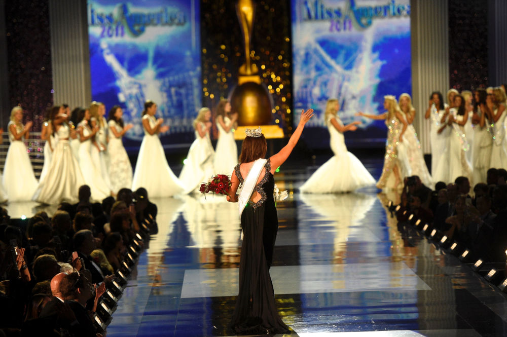 Glam and Glitz: US Crown National Beauty Queen at Miss America 2018 Contest