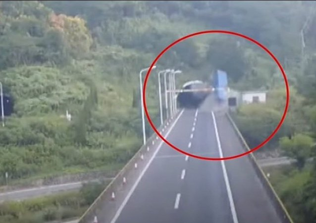 Out-of-control lorry ploughs into tunnel