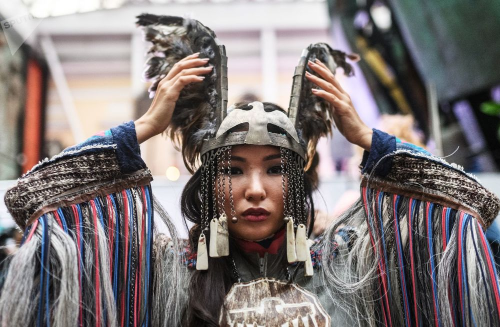 Astounding Ethnic Motifs Take the Lead of International Fashion Show in Moscow