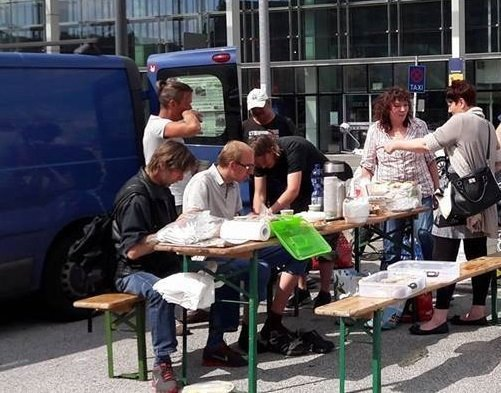 As Germans are casting ballots in the country's parliamentary elections on Sunday, Sputnik Deutschland has talked with two public activists, Colly and Evi, the organizers of a protest group, who explained why their movement has no interest in the country's voting.