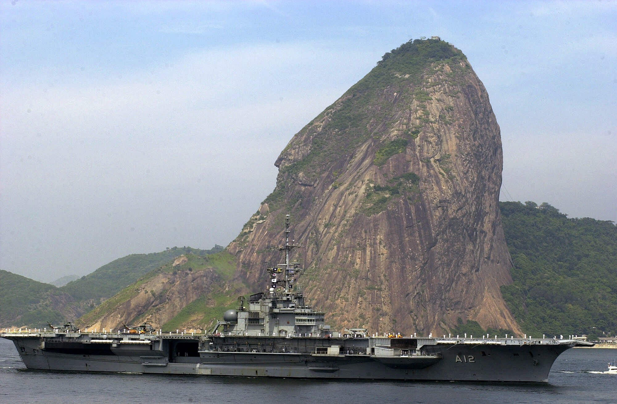Brazilian aircraft carrier Sao Paulo passes the famous Sugarloaf Mountain upon arrival in Rio de Janeiro, Brazil, Feb. 17, 2001
