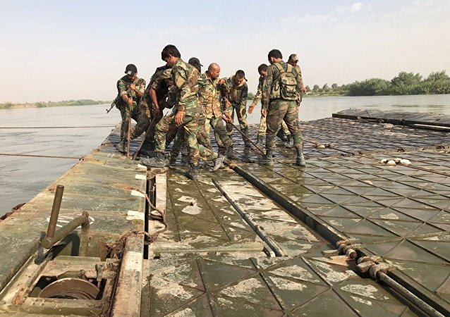 Syrian Army crosses Euphrates River east of Deir ez-Zor