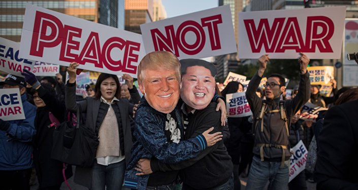 Demostrators dressed as North Korean leader Kim Jong Un and US President Donald Trump embrace during a peace rally in Seoul