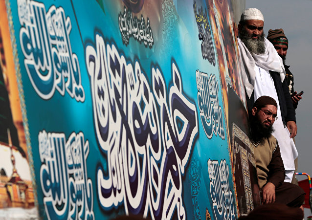Supporters of the Tehrik-e-Labaik Pakistan Islamist political party listen to their leader Khadim Hussain Rizvi (not pictured) as he speaks with the media at their protest site at Faizabad junction in Islamabad, Pakistan November 27, 2017.
