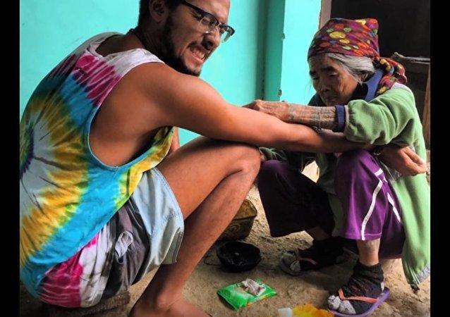 100-Year-Old Granny Draws Tattoos