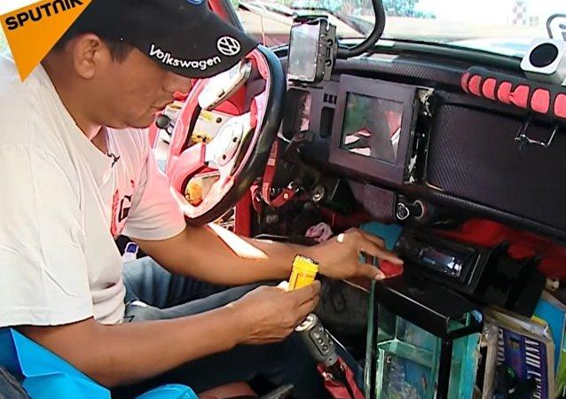 Meet Javier Regalado Who Lives In His Car