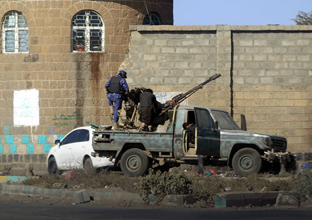 Huthi fighters man an anti-aircraft gun in the Yemeni capital Sanaa on December 2, 2017, during clashes with supporters of Yemeni ex-president Ali Abdullah Saleh