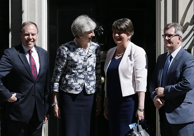 Britain's Prime Minister Theresa May (2L) poses for a picture with Democratic Unionist Party (DUP) leader Arlene Foster (2R), DUP Deputy Leader Nigel Dodds (L) and DUP MP Jeffrey Donaldson at 10 Downing Street in central London on June 26, 2017