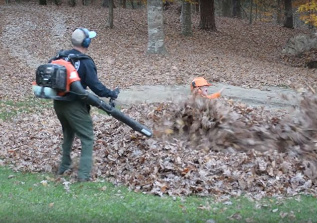Dad gets scary surprise from kids while blowing leaves