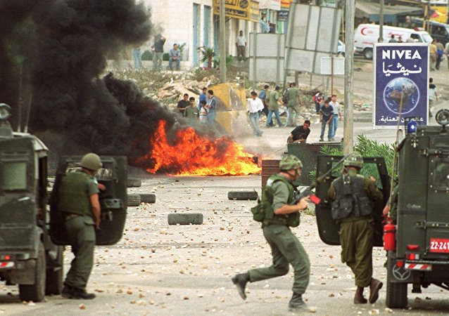 Israeli soldiers and Palestinian youths clash in Ramallah 28 September 2000 due to the visit of Israeli right-wing opposition leader Ariel Sharon to the Al-Aqsa mosque compound in Jerusalem's Old City the same day