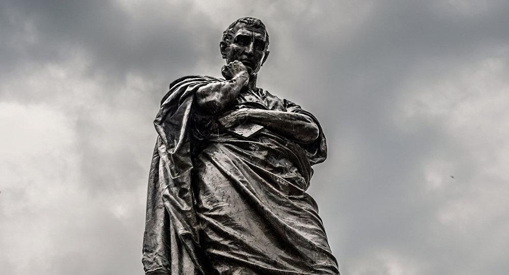 Statue of Ovid