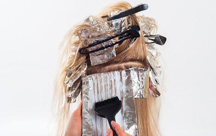 Watch violent broomstick brawl erupt in ny beauty salon for Salon brawl