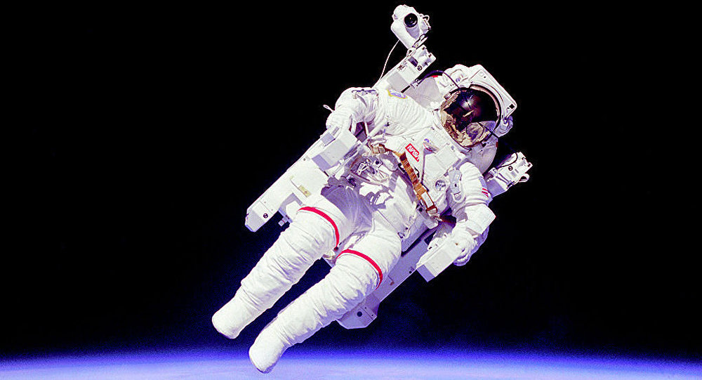 Astronaut en:Bruce McCandless II, mission specialist, participates in an extra-vehicular activity (EVA), a few meters away from the cabin of the shuttle Challenger