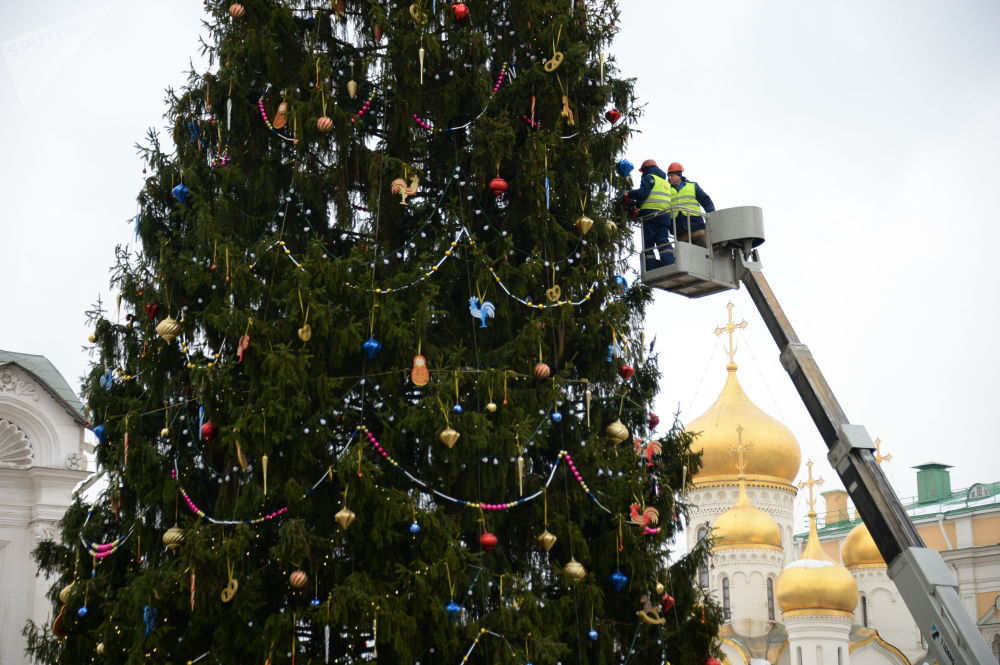 The Holidays Are Coming! Christmas Lights in Moscow