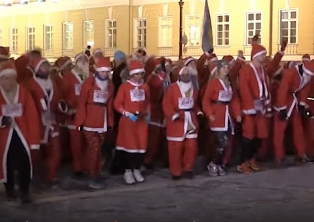 Santa Claus Race Held in St. Petersburg