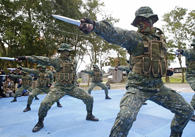 Taiwan's frogmen Marines perform close combat drills just a few kilometers from mainland China on the outlying island of Kinmen, Taiwan (File)