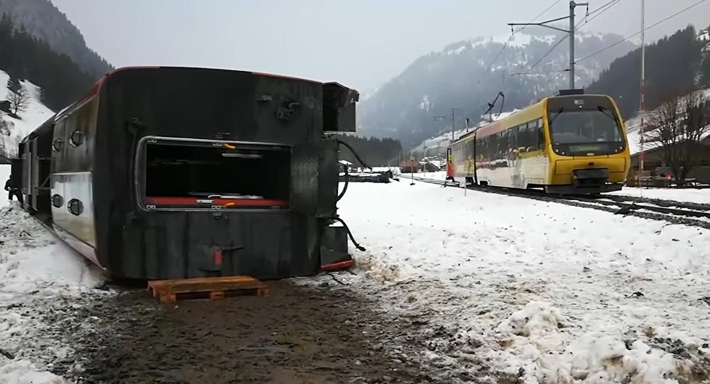 Moment, a Swiss train gets blown off the tracks due to strong winds