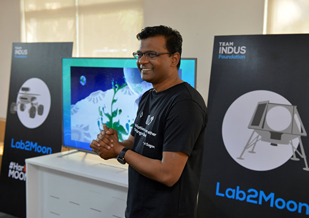 Co-founder of TeamIndus, Rahul Narayan interacts with young contestants from different countries participating in the Lab2Moon competition organised by the TeamIndus Foundation in Bangalore