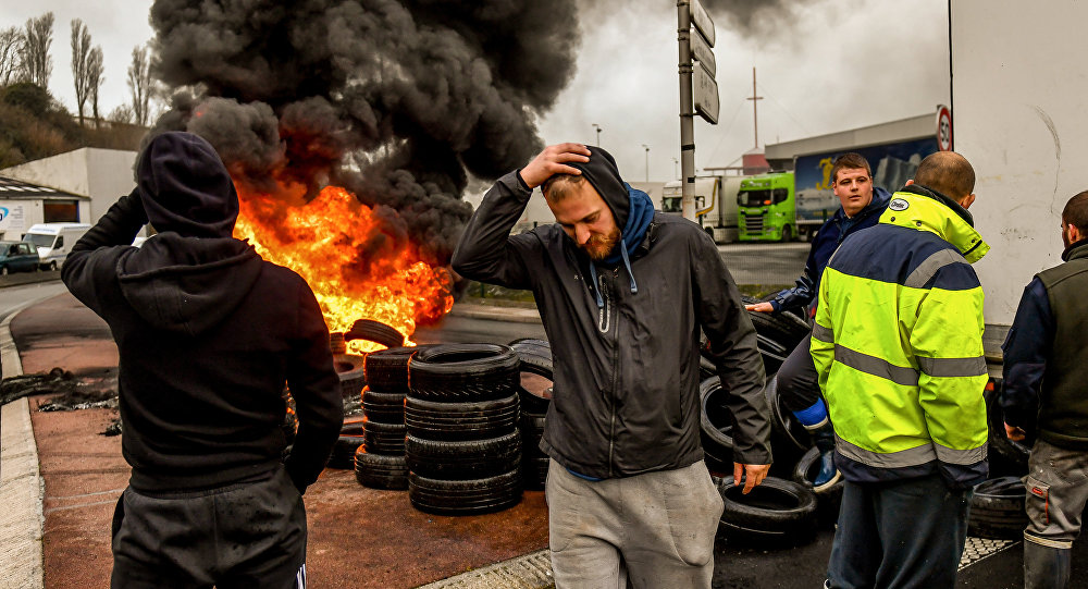 Fishermen from the French city of Boulogne burn tyres and block access to the port of Boulogne-sur-Mer on January 25, 2018, as they protest against 'pulse fishing' practiced by Dutch fishermen. French fishermen blocked the port of Calais, preventing cross-Channel ferries arriving or departing, and a road leading to the port of Boulogne-sur-Mer, about 30 kilometres (20 miles) southwest of Calais, to demand a ban on electric pulse fishing in the North Sea