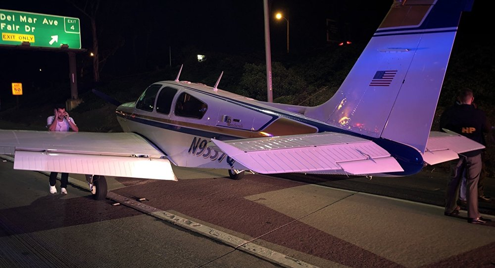 Small plane lands in lanes of northbound 55 Fwy in Costa Mesa
