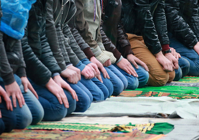 Muslims pray (File)