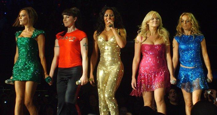 Spice Girls, Victoria Beckham, Melanie C, Melanie B, Emma Bunton and Geri Halliwell Perform on January 6th 2008