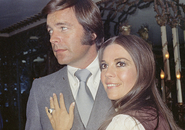 Robert Wagner and Natalie Wood, on board the Queen Elizabeth II in April 1972