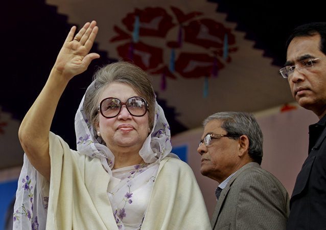Bangladesh's former prime minister and Bangladesh Nationalist Party (BNP) leader Khaleda Zia, waves to supporters at a protest rally to mark the second anniversary of a general election boycotted by a major opposition alliance in Dhaka, Bangladesh. (File)