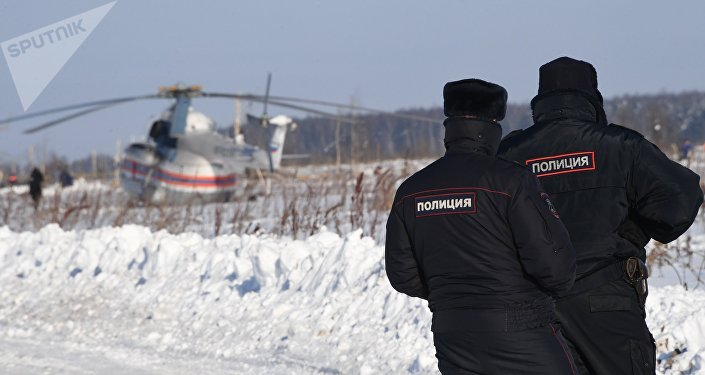 Police officers in the Ramensky District of the Moscow Region, where the An-148 passenger plane of the Saratov Airlines Flight 703 traveling from Moscow to Orsk crashed on February 11, 2018