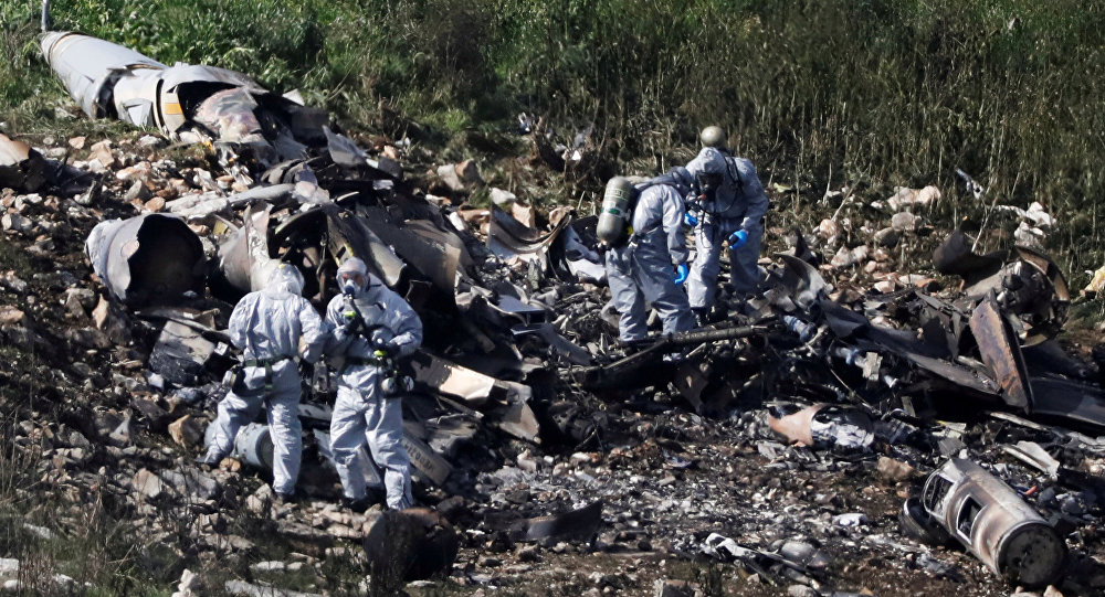 Israeli security forces examine the remains of an F-16 Israeli war plane near the village of Harduf, Israel February 10, 2018
