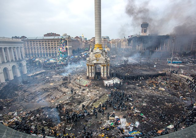 Police officers and opposition supporters are seen on Maidan Nezalezhnosti square in Kiev, where clashes began between protesters and the police. (File)