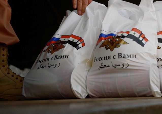 Syrian residents get Russian humanitarian relief aid