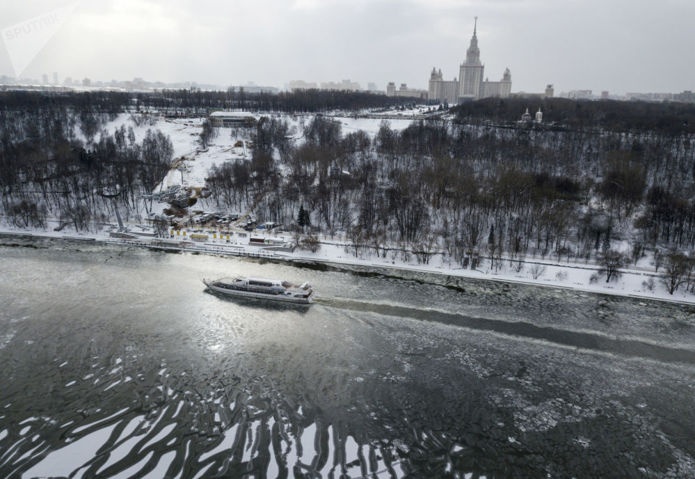 A pleasure boat on the Moscow river.